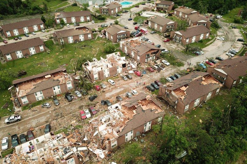 Ancaman tornado reda tapi diperkirakan terjadi lagi pekan depan