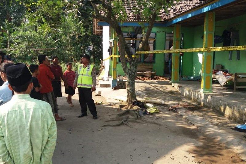 Satu meninggal dan dua luka akibat bubuk petasan meledak