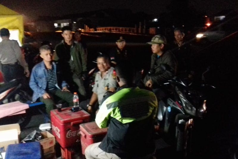 Patroli Kelurahan Pejagalan amankan bom molotov dan petasan