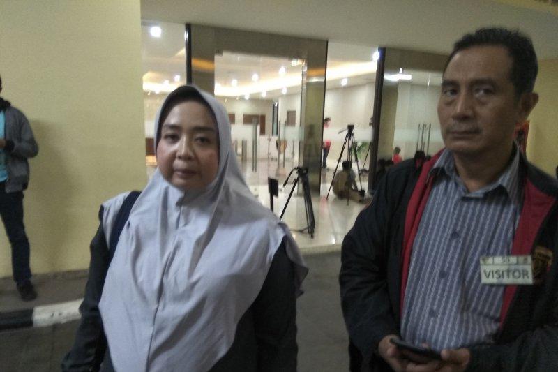 Dapat Makanan Asal-asalan dari Polisi, Kaki Mustofa Nahrawardaya Bengkak