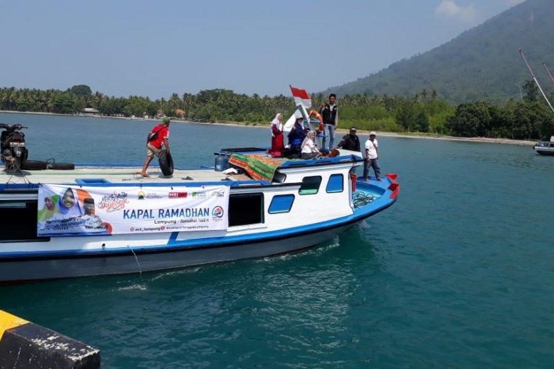 Bawa ratusan paket sembako Kapal Ramadhan ACT Lampung singgahi Tiga Pulau