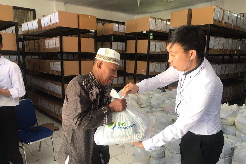 BPJS Ketenagakerjaan Manado jual sembako murah kepada peserta