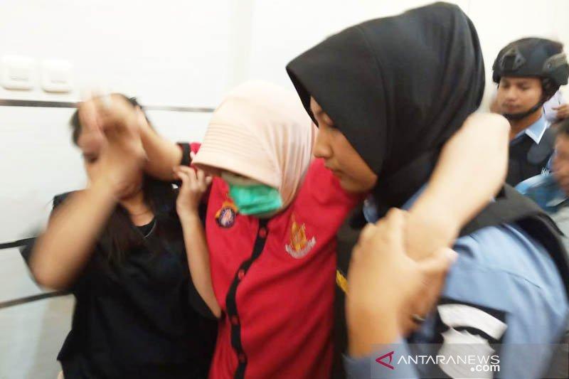 Tersangka penyebar ujuran kebencian di Kalteng pingsan saat digiring polisi [VIDEO]