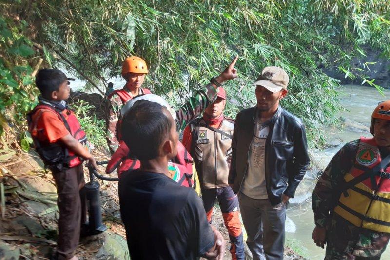 Tim SAR lanjutkan pencarian buruh bangunan yang terseret arus sungai
