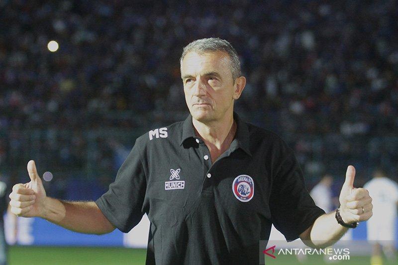 Milomir Seslija minta Arema bermain dengan hati melawan PSM