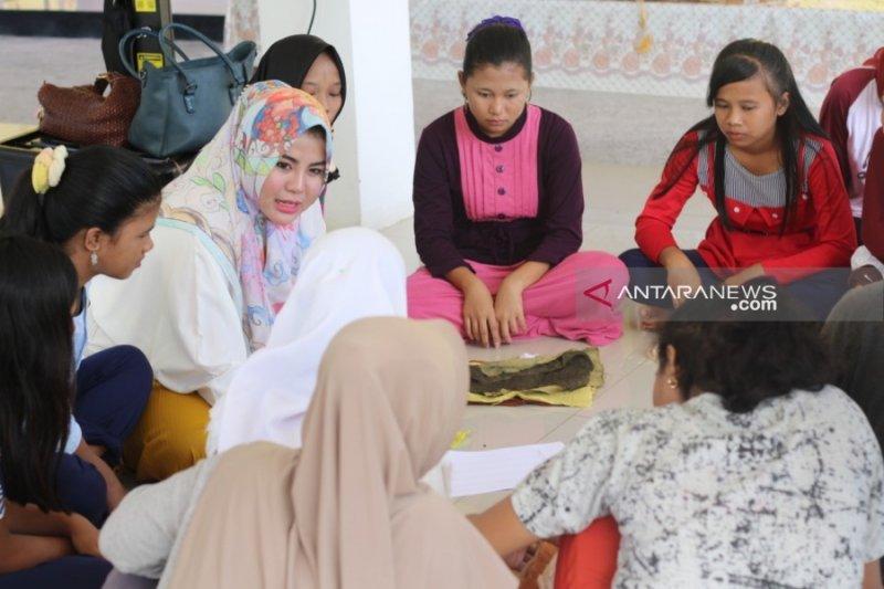 "Batik jumputan ""Ngesanak"" karya Suku Anak Dalam"