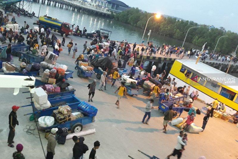 Ribuan pemudik melalui Pelabuhan Tunon Taka Nunukan
