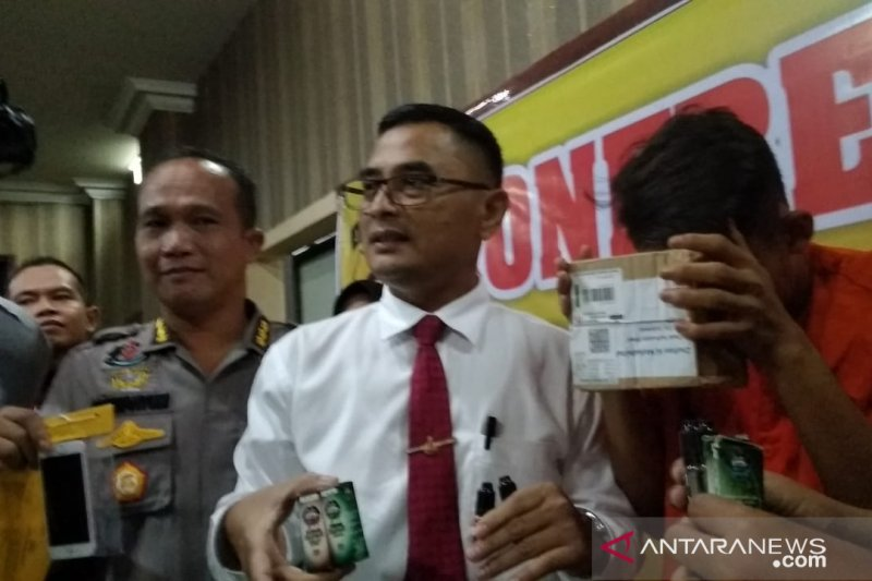Polda Jambi ungkap kasus mahasiswa penjual ganja cair