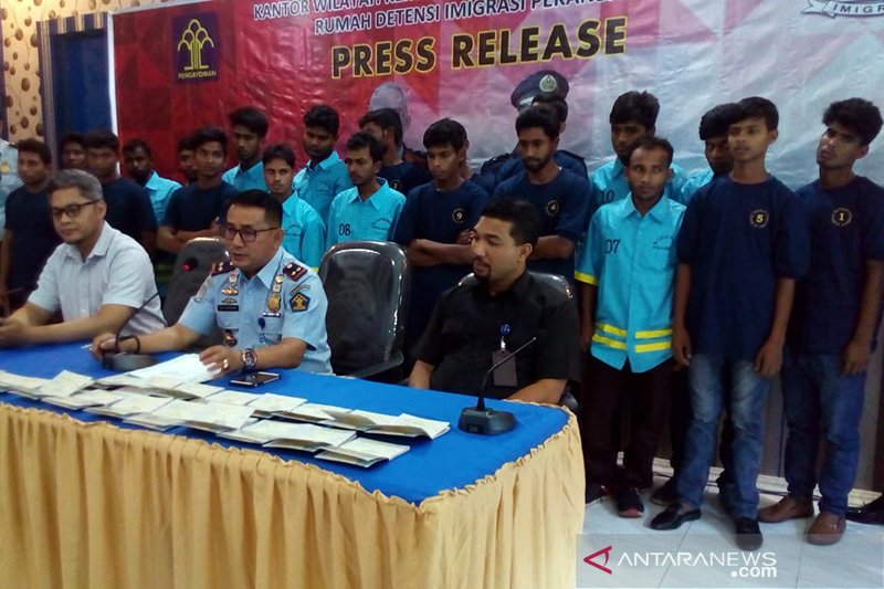 Rudenim Pekanbaru tahan 20 WNA Bangladesh masuk ilegal ke Malaysia