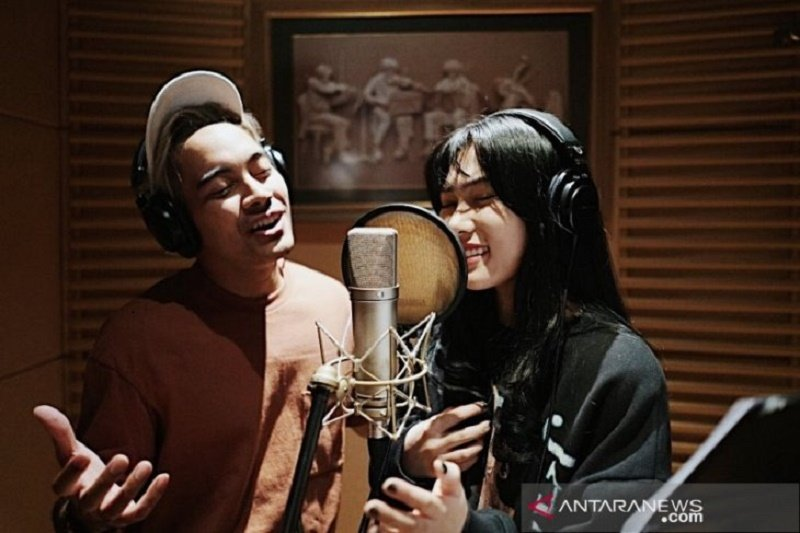 Soundtrack Aladdin versi Isyana-Gamaliel didengar lebih 1 juta kali di Spotify