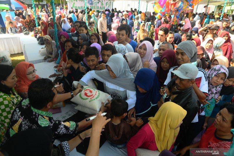 Warga padati pasar murah Ramadhan jelang lebaran