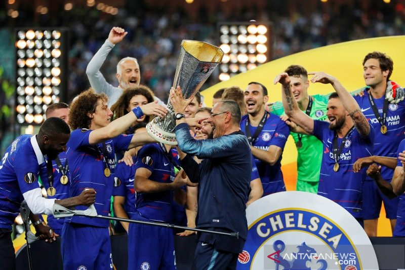 Sarri gembira, timnya yang takluk 0-6 dari City kini raih juara Liga Europa