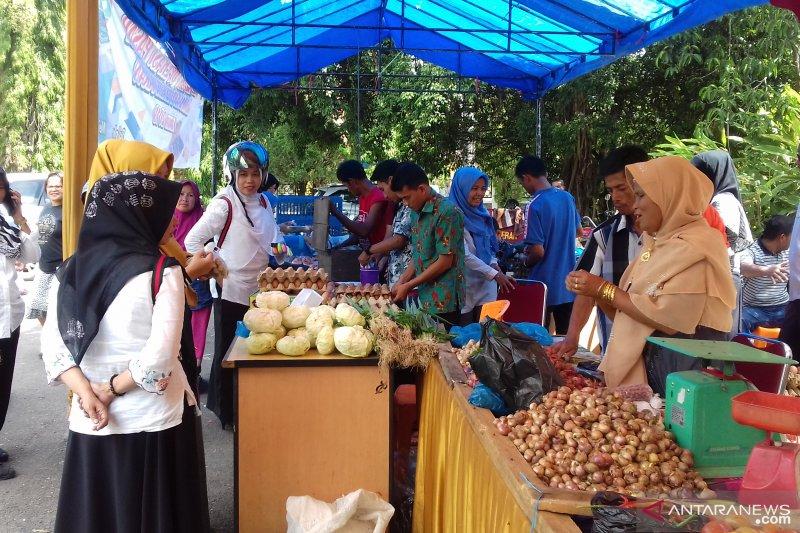 Pemkab Solok gelar pasar murah hasil pertanian ringankan kebutuhan masyarakat