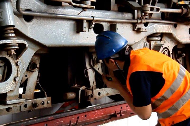 Persiapkan angkutan mudik, PT KAI DAOP III cek kondisi lokomotif dan kereta