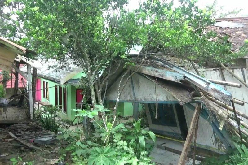 Lokasi bencana pergeseran tanah menjadi kampung mati
