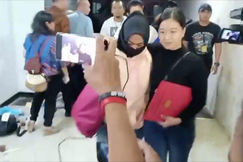 Perekam video penggal Jokowi tiba di Polda Metro Jaya