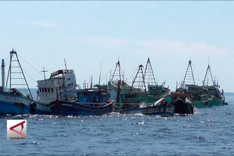 Menteri Susi tenggelamkan 13 kapal asing