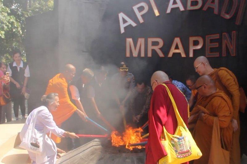 Api Dharma Waisak 2563 BE diambil dari Mrapen