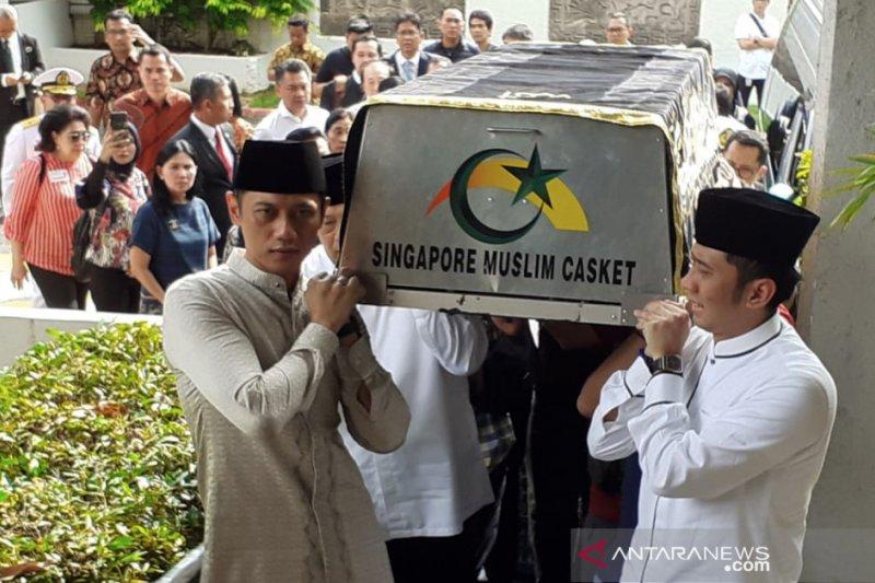 Menko Kemaritiman Luhut beri penghormatan terakhir kepada Ani Yudhoyono