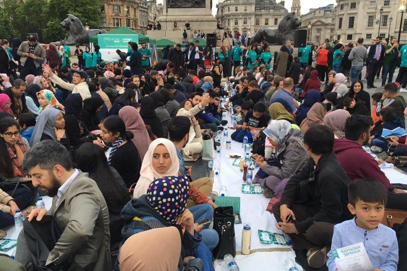 Suasana buka puasa di Trafalgar Square London