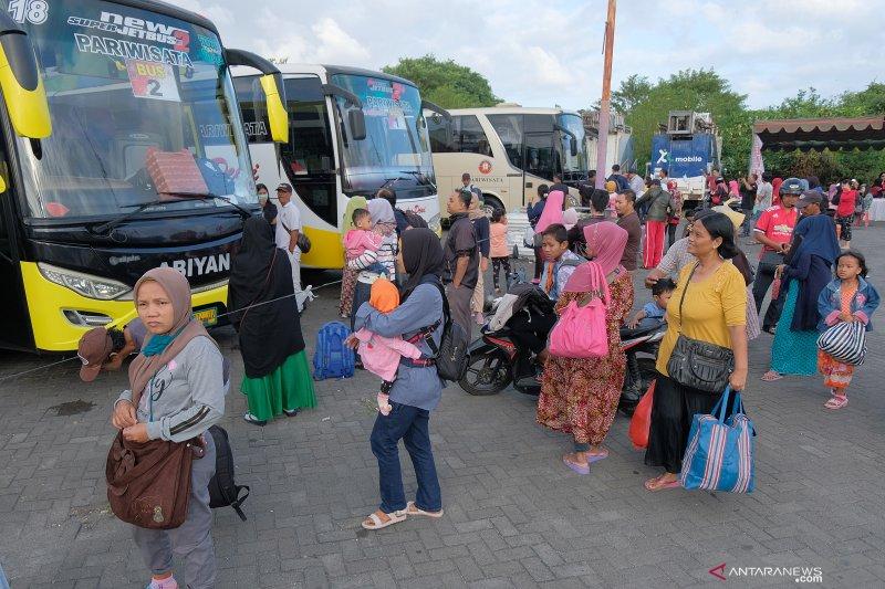 Mudik dengan bus siasati mahalnya harga tiket pesawat