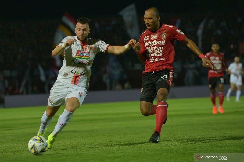 Bali United vs Persija Jakarta.