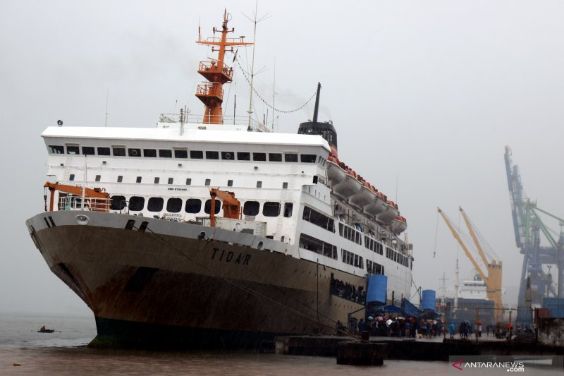 Penumpang kapal Pelni di Ambon turun tajam