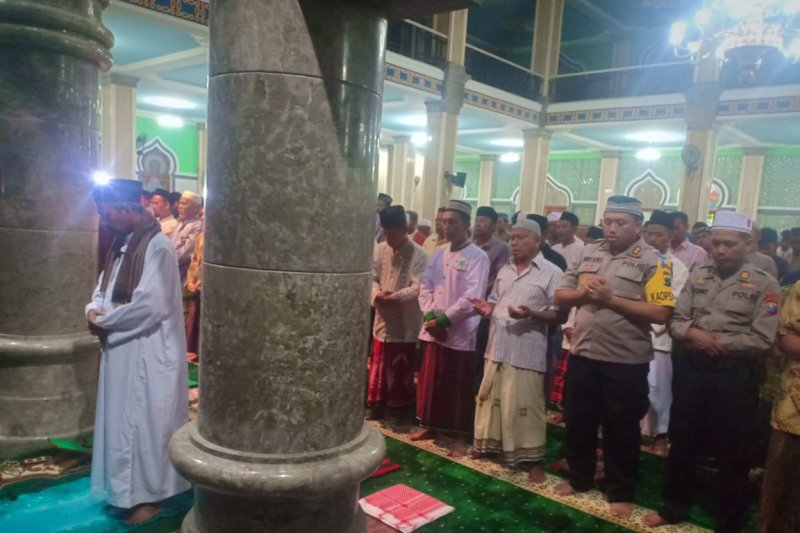 Ribuan warga Trenggalek gelar shalat ghaib doakan Ani Yudhoyono