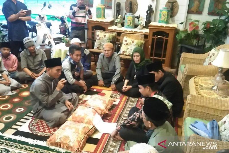 Cerita Irwan memilih Islam karena ajakan memohon ampunan lima kali sehari