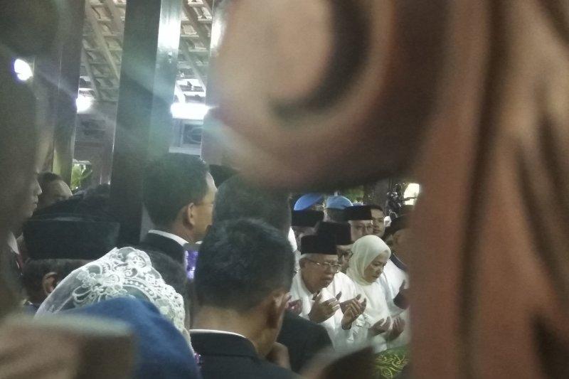 Ma'ruf Amin pimpin sholat jenazah mendiang Ani Yudhoyono