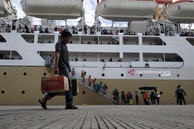 Arus Mudik - H-3 Lebaran 1.321 penumpang naik di Pelabuhan Makassar