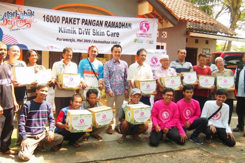 Paket pangan Ramadhan dibagikan ACT dan klinik perawatan kulit