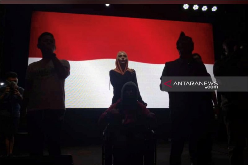 Doa untuk Ani Yudhoyono di sela nobar Champions