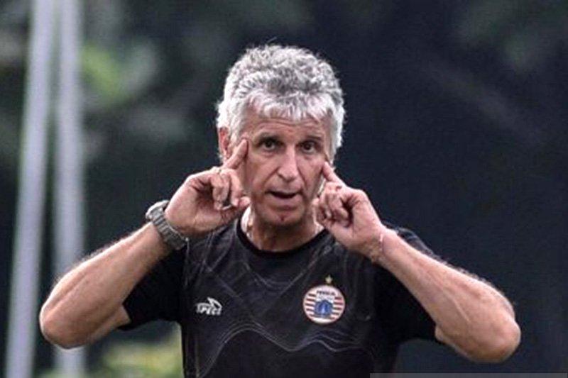 Deretan pelatih Liga 1 mundur dan dipecat
