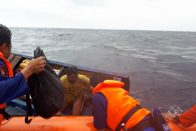 Basarnas Evakuasi Kapal Pemuat Kayu Tenggelam di Perairan Wakatobi