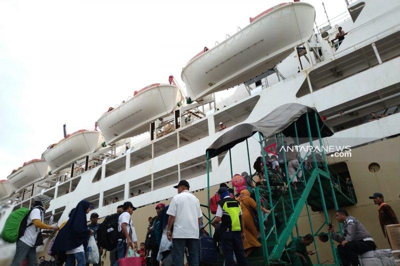 H-2 Lebaran, 2.735 pemudik turun di Pelabuhan Makassar
