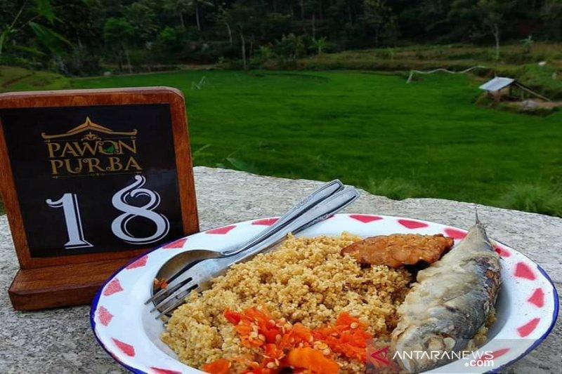 """Pelaku wisata Gunung Kidul menyiapkan menu """"thiwul lauk ikan asin"""""""