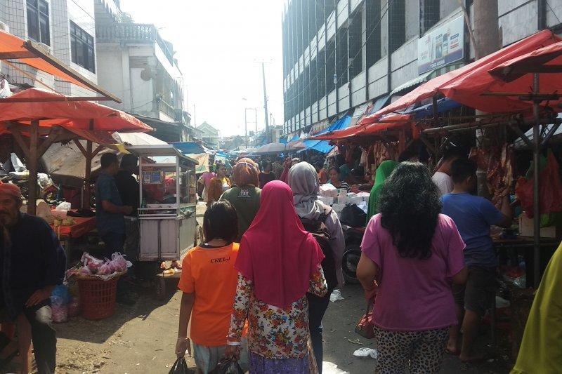 Jelang Lebaran masyarakat Bandarlampung padati pasar tradisional