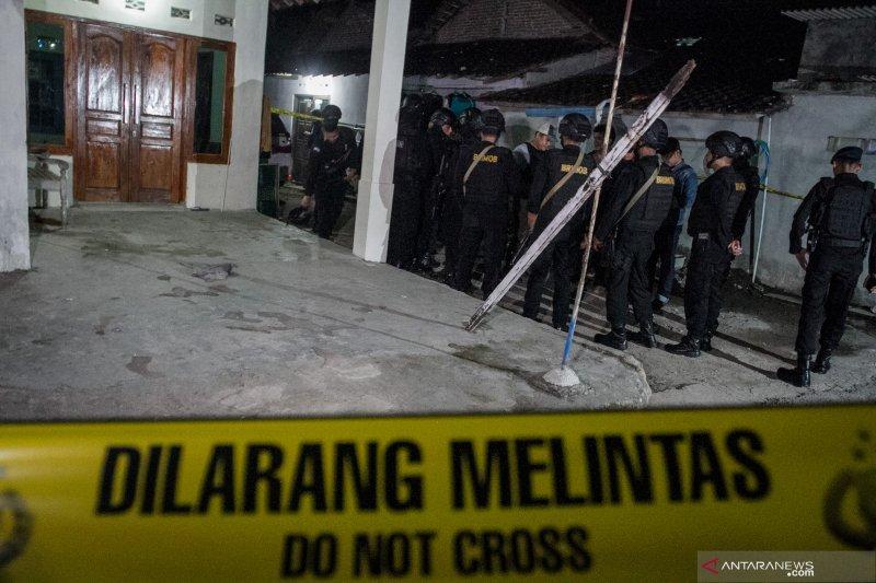 Pelaku peledakan Kartasura terkait dengan pimpinan ISIS melalui medsos