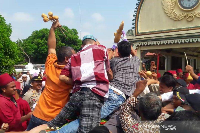 Ratusan warga berebut Gunungan Grebeg Syawal Keraton Yogyakarta