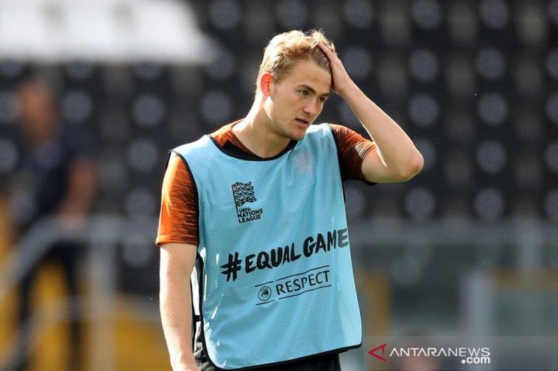 Bek muda Ajax De Ligt patut hijrah ke klub besar