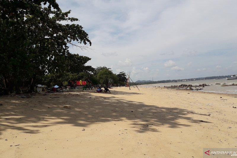 Pantai Baturakit Muntok mulai dipadati wisatawan
