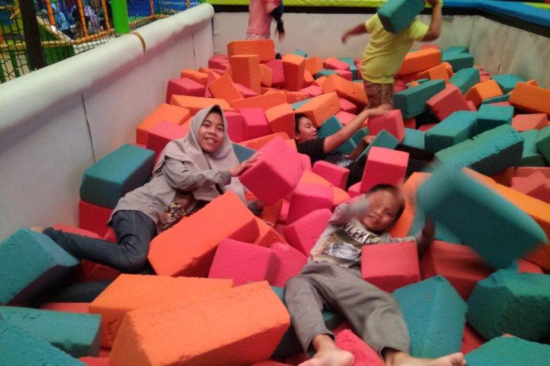 Wahana permainan di mal Makassar ramai dikunjungi H+1 Lebaran 1440 H