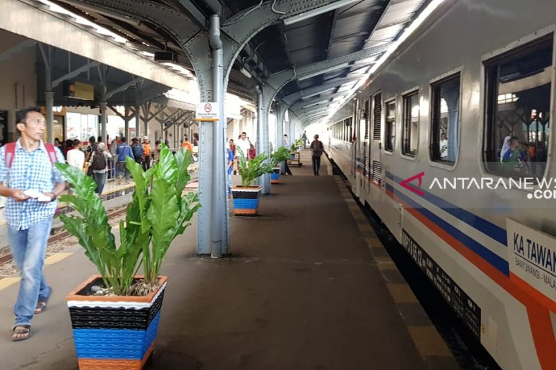 KAI Daop Jember berangkatkan penumpang arus balik Lebaran gratis