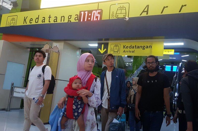 Arus balik - Puluhan ribu orang sudah tiba di Jakarta menggunakan kereta