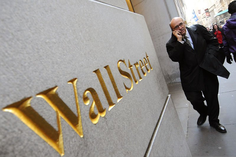 Wall Street turun  di tengah  spekulasi penurunan suku bunga