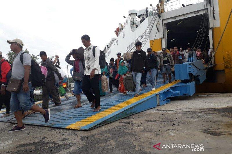 1.390 penumpang tiba di Kobar menggunakan kapal laut