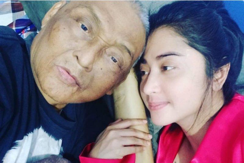 Wafat ayah penyanyi dangdut Dewi Perssik