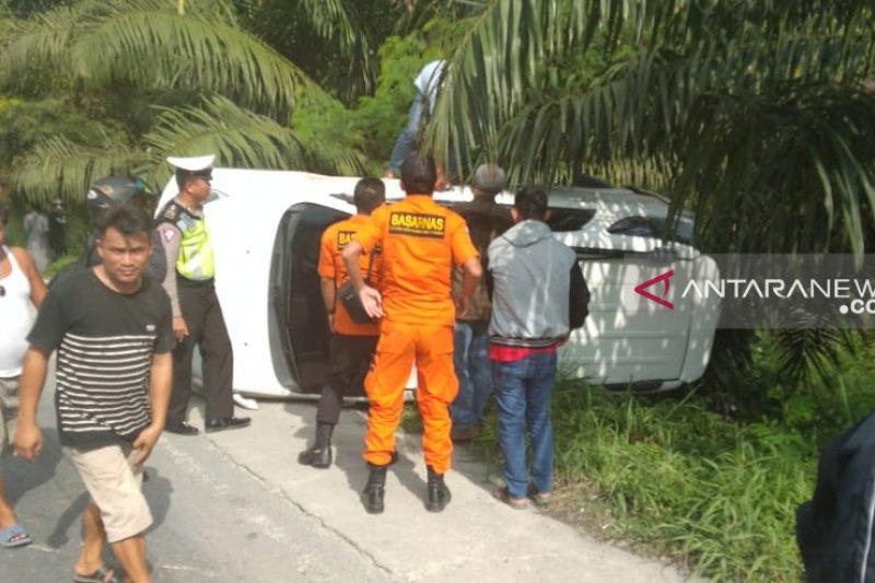 Basarnas Pekanbaru evakuasi korban kecelakaan di Jalinsum Riau