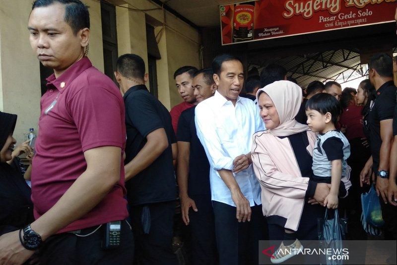 H+3 Lebaran, Jokowi ajak keluarga sambangi Pasar Gede